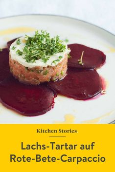 - Lachs-Tartar auf Rote-Bete-Carpaccio und Wasabi-Creme An unparalleled of salmon tartare on a beetroot carpaccio and spicy wasabi cream. With this dish you impress every guest! Salmon Recipes, Pork Recipes, Slow Cooker Recipes, Gourmet Recipes, Lunch Recipes, Chicken Recipes, Healthy Recipes, Wasabi Recipes, Honey