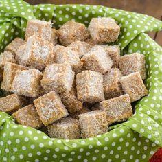 Receita de Pé de Moça Caseiro - 250 gr de amendoim, 1 1/2 pacotes de biscoito maisena, 1 lata de leite condensado, 1 colher (sopa) de chocolate em pó, 1 qua...