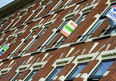 10-Apr-2014 10:03 - HUIZENPRIJZEN VOOR HET EERST IN DRIE JAAR GESTEGEN. De huizenprijzen zijn in het eerste kwartaal met 1,2 procent gestegen ten opzichte van een jaar geleden. Het is de eerste prijsstijging in ruim drie jaar.