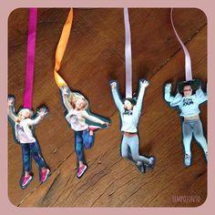 Dica de presente para o dia dos avós: marcador de livro divertido feito com fotos das crianças. Muito fácil de fazer.