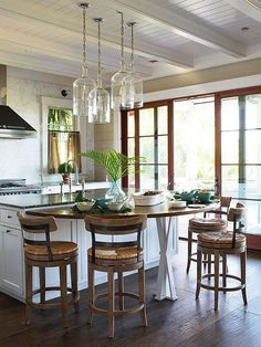 Don't have the cash saved for a full-scale remodel? Pick one of these small, budget-smart home makeover projects for a mini-but-mighty remodel. Kitchen Redo, New Kitchen, Kitchen Remodel, Kitchen Dining, Dining Room, Home Living, Beautiful Kitchens, Home Renovation, Home Kitchens