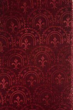Silk with fleur-de-lys motif, 1580-1600. Museo del Traje, Madrid.