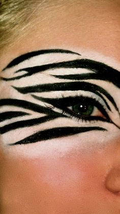 maquillage indien, motifs animaux tigre autour des yeux