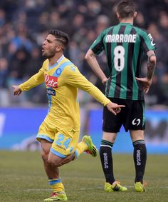 Lorenzo Insigne of SSC Napoli (L) celebrates scoring the second goal during the Serie A match between US Sassuolo Calcio and SSC Napoli on F...