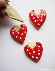 DIY Strawberry Shaped Decorated Cookies | PARTY BLOG