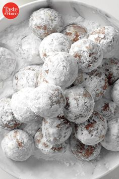Holiday Rum Balls Christmas Dishes, Christmas Snacks, Christmas Cooking, Christmas Parties, Christmas Time, Christmas Goodies, Christmas Candy, Christmas Ideas, Winter Parties