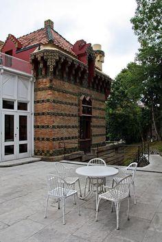 """#Comillas, em #Espanha, na Cantábria, lugar muito visitado para apreciar """"El Capricho"""", edifício projectado pelo arquitecto catalão Antoni #Gaudí"""