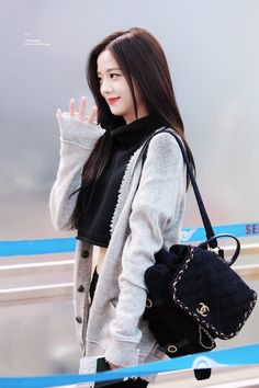 """ © Off the Page Divas, Blackpink Jisoo, Kim Jennie, South Korean Girls, Korean Girl Groups, Korean Women, Black Pink ジス, Blackpink Members, Blackpink Photos"