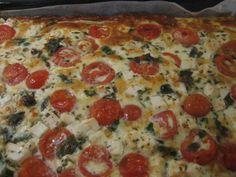Feta-tomaattipiirakka (pellillinen) Conch, Vegetable Pizza, Quiche, Feta, Vegetables, Breakfast, Recipes, Jade, Tasty Food Recipes