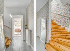 Entréhall och vacker trapp till övre plan