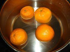 Μια ωραιότατη συνταγή του Παρλιάρου, κάτι μεταξύ γλυκού του κουταλιού και μαρμελάδας ~ απολαύστε το σκέτο, πάνω σε γιαούρτι ή σε παγωτό, σε ... Marmalade, Sweet Recipes, Orange, Fruit, Cooking, Food, Yummy Yummy, Kitchen, Essen