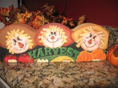 I used a brick paver and painted it for fall. Painted Bricks Crafts, Brick Crafts, Painted Pavers, Cement Crafts, Stone Crafts, Brick Projects, Autumn Crafts, Thanksgiving Crafts, Holiday Crafts
