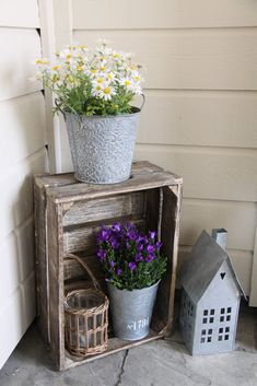 32 Lovely Spring Porch Decor Ideas - The initial thing your guests see when calling is likely the front porch the foremost way to produce a lively welcome during the springtime is with a Shabby Chic Outdoor Decor, Country Decor, Farmhouse Decor, Crate Decor, Decoration Entree, Front Door Decor, Front Porch Decorations, Front Patio Ideas, Spring Decorations