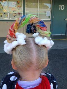 As crianças se divertem muito com seus cabelos malucos.