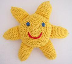 Vauvan aurinkolelun virkkausohje – Maijalinnea Amigurumi Toys, Tweety, Diy And Crafts, Pikachu, Hello Kitty, Nursery, Dolls, Knitting, Gifts