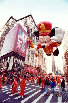 10 things you didn't know about the Macy's Thanksgiving Day Parade Balloon Race, One Balloon, Big Balloons, Parade Route, Thanksgiving Day Parade, Felix The Cats, Event Company, Red Riding Hood, Parade Floats