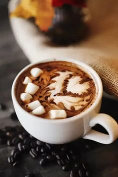 10 Tips For Making The Most Decadent Hot Chocolate Iced Coffee Drinks, How To Make Ice Coffee, Chocolate Day, Chocolate Coffee, Autumn Coffee, Cozy Coffee, Coffee Type, Coffee Art, Creative Food