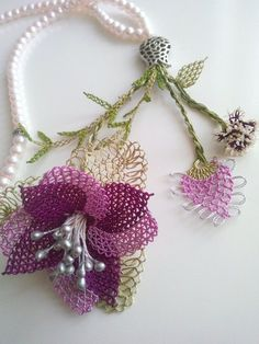 This Pin was discovered by HUZ Embroidery Needles, Ribbon Embroidery, Sleeves Designs For Dresses, Needle Lace, Lace Making, Filet Crochet, Handmade Flowers, Jewelry Crafts, Tatting