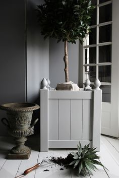Versailles planters in Wood by sevenoaks - via stiligahem.se #conservatory #orangery planter