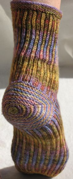 Beautiful technique using K1B with alternating colors I'm the round. Sorry, no pattern but an affiliate link to to book it's from on Amazon is in the post. BEAUTIFUL SOCK!