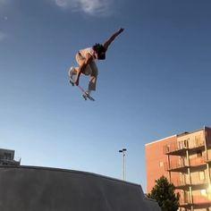 Creature Skateboards, Cool Skateboards, Skateboard Design, Skateboard Girl, Skateboard Videos, Snowboarding Style, Skate Surf, Longboarding, Skater Girls