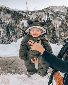Der erste Tag unseres Winterurlaubs bei Ich habe meine Speicherkarte … The first day of our winter holiday I have my memory card and a … – Baby – the Cute Little Baby, Baby Kind, Little Babies, Cute Babies, Little Children, Little Ones, Storing Baby Clothes, Cute Baby Clothes, Winter Baby Clothes