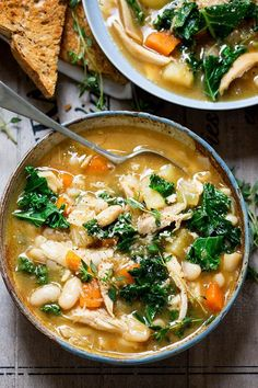 Tuscan Style Chicken Soup – a hearty soup with veggies and beans to warm up your belly! Gluten free too. Tuscan Style Chicken Soup – a hearty soup with veggies and beans to warm up your belly! Gluten free too. Guisado, Cooking Recipes, Healthy Recipes, Healthy Soups, Top Recipes, Free Recipes, Simply Recipes, Healthy Skin, Vegetarian Recipes