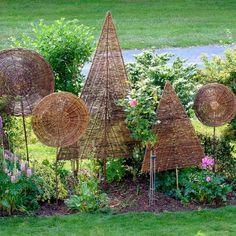 Sichtschutz oder Objekt? Diese handgearbeiteten Weidenbäumchen sehen toll aus und sind zudem als ausgefallener Sichtschutz überall im Garten einzusetzen. Die Sichtschutz-Bäumchen können eine Lücke in der Hecke schließen, am Sitzplatz die...