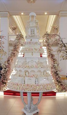 Extreme Wedding Cakes, Huge Wedding Cakes, Extravagant Wedding Cakes, Wedding Cake Display, Luxury Wedding Cake, Wedding Cake Decorations, Elegant Wedding Cakes, Beautiful Wedding Cakes, Gorgeous Cakes