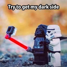 Starwars Darth Vader & Stormtrooper take a selfie with a light saber selfie stick Lego Star Wars, Star Wars Meme, Star Trek, Les Inventions, Very Funny Pictures, Funny Pics, Funniest Pictures, Hilarious Photos, Funny Captions