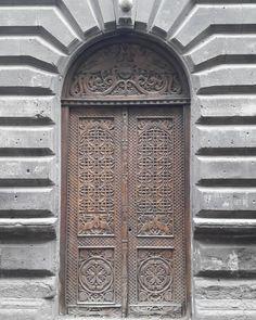 #door #yerevan #nofilter #history #street #lovemycity #porta #instapic #Armenia #arte #art #architecture #architettura #architecturelovers #building  #instaphoto #ladolcevita  #oldcity #spring #primavera #nofilterneeded by maryamiraghyan