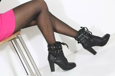 FRIDAY'S SCENE BLACK BOOTIES