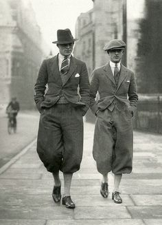 les temps sont gris 🌁 cambridge undergraduates in plus fours retro vintage men masculin male fashion mode the twenties Vintage Men, Mode Vintage, Retro Vintage, Vintage Gentleman, Vintage Style, Ali Michael, Plus Fours, Vintage Outfits, Vintage Fashion