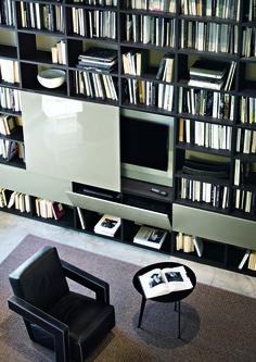 Selecta è l'evoluzione del primo sistema italiano a spalla portante, ideato da Lema nel 1978 che continua ad aggiornarsi da più di trent'anni grazie a nuove finiture ed elementi che si adattano alle diverse esigenze che i consumatori hanno sviluppato negli anni.
