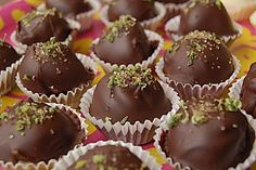 Caipirinha - chocolates, a good recipe from the confectionery category. Good Food, Yummy Food, Tasty, Taiwanese Cuisine, Artisan Food, Snack Recipes, Snacks, Peanut Butter Cups, Confectionery