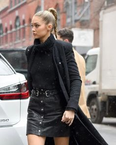 10 Ways To Wear A Minidress/Mini Skirt In The Winter Plaid Mini Skirt, Leather Mini Skirts, Chic Outfits, Fashion Outfits, Celebrity Style Inspiration, Fashion Inspiration, Skirt Suit Set, Sports Skirts, Img Models