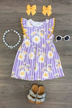 Kids Outfits Girls, Cute Outfits For Kids, Toddler Girl Outfits, Baby Girl Birthday Outfit, Baby Girl Shoes, Daisy Pattern, Cute Baby Clothes, Striped Dress, Cute Dresses