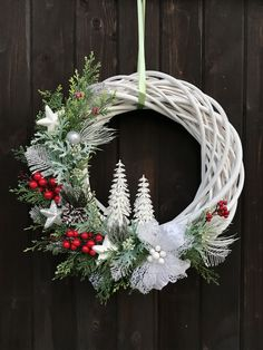 Christmas Flower Arrangements, Christmas Flowers, Christmas Makes, Floral Arrangements, Christmas Holidays, Christmas Wreaths, Christmas Ornaments, Outdoor Christmas Decorations, Holiday Decor