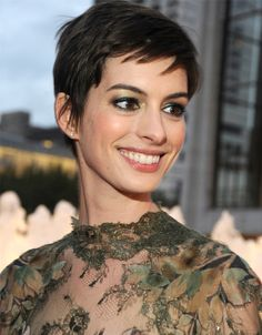 Daily Inspiration: Anne Hathaway's Edgy Pixie And Metallic Shadow Combo - Daily Makeover