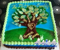 Family Tree family reunion cake or birthday cake for the grandparents. Kids' names on the branches and grandkids' names on the leaves. Buttercream with fondant leaves. Family Reunion Cakes, Family Tree Cakes, Family Reunions, Apple Rose Pie, Apple Roses, Woodland Christmas, Diy Christmas Tree, Blondie Cake, Adoption Day