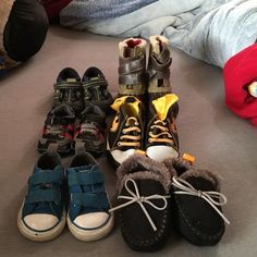 6 pairs of baby shoes All in great condition.Stride rite size 4, baby gap winter boots size 5, blue converse size 3, moccasin blue & gray size 12months, batman size 9-12, tiny black and red sneakers 0-6 months.. Shoes