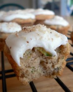 Frosted Zucchini bread muffins - one of the best zucchini muffins I've made. I used 1 Cup sugar, oil, and 4 eggs Just Desserts, Delicious Desserts, Dessert Recipes, Yummy Food, Tasty, Zuchinni Bread Muffins, Zucchini Bread, Zucchini Cupcakes, Zuchinni Muffin Recipes