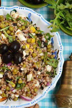 moja smaczna kuchnia: Sałatka z kaszy gryczanej z mozzarellą i oliwkami