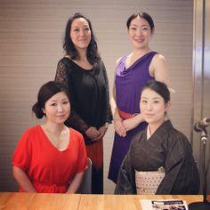 源川瑠々子の「花の日本橋」 (2014/6/13 更新) ゲスト/コーラスグループ「やのはな」◇今週の「花の日本橋」は、 コーラスグループ「やのはな」から、高木さん、前原さん、石森さんをお迎えします。普通のゴスペルとは一味違い、万葉集、童謡、俳句などをアレンジした、日本語の素晴らしさを生かした楽曲を歌い上げる、やのはなさんの声の力についてお話していただきます。また、擬音にも注意して聞いていただきたい「遊女」・「お江戸日本橋」の楽曲も披露していただきました。そして、林家うん平師匠のコーナー「コレゾ日本橋!」では、宮内庁御用達の漆器店「山田平安堂」の代表、山田健太さんをお迎えして、現代の流行に合わせたものから、昔ながらのぬくもり溢れる漆器など、素敵な商品をご紹介していただきました!