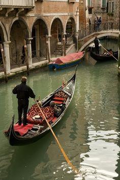 Low bridge coming up! Venice Painting, Visit Venice, Famous Places, Travel Memories, Venice Italy, Amazing Destinations, Adventure Travel, Beautiful Places, Challenges