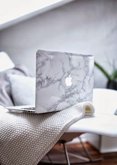 DIY Marble Macbook
