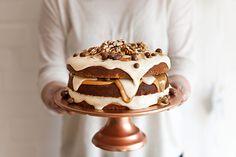 peanut butter and caramel cake- yuppie chef Caramel Treats, Salted Caramel Cake, Dessert Cake Recipes, Desserts, Yummy Treats, Sweet Treats, Pudding Cake, My Best Recipe, Cupcake Cookies