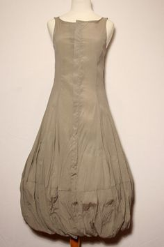 i adore balloon hemmed dresses...