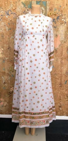 1960's Printed White Cotton Maxi Dress  | eBay Vintage Clothing, Vintage Outfits, Long Lights, David Jones, Vintage 70s, White Cotton, Bodice, Printed, Purple