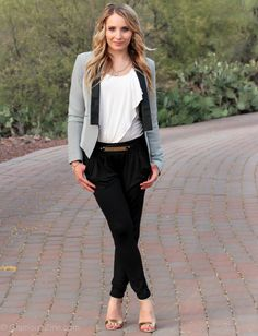 Kristyn / May Tones :: Stripe Blazer and Harem PantEarth Tones :: Stripe Blazer and Harem Pant Mom Outfits, Casual Outfits, Fashion Outfits, Casual Attire, Fashion Women, Striped Jacket, Striped Blazer, Vans Shoes Women, Women Sandals